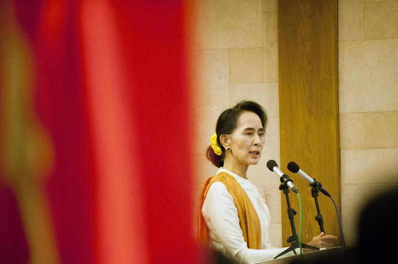 Myanmar's Aung San Suu Kyi addresses delegates from her National League for Democracy (NLD) in Yangon, on July 5, 2014 (AFP Photo/Ye Aung Thu)