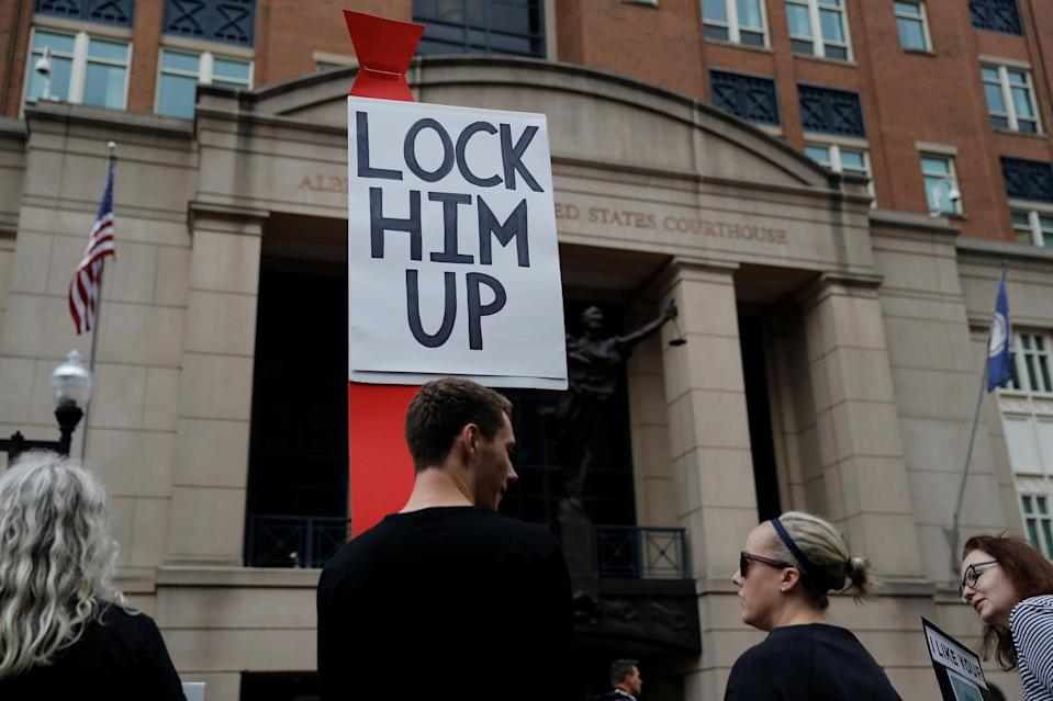 <p>Protesters gather outside the US District Courthouse ahead of Former Trump campaign manager Paul Manafort arriving for the opening day of his trial on bank and tax fraud charges stemming from Special Counsel Robert Mueller's investigation into Russian meddling in the 2016 presidential election, in Alexandria, Va., July 31, 2018. (Photo: Aaron P. Bernstein/Reuters) </p>