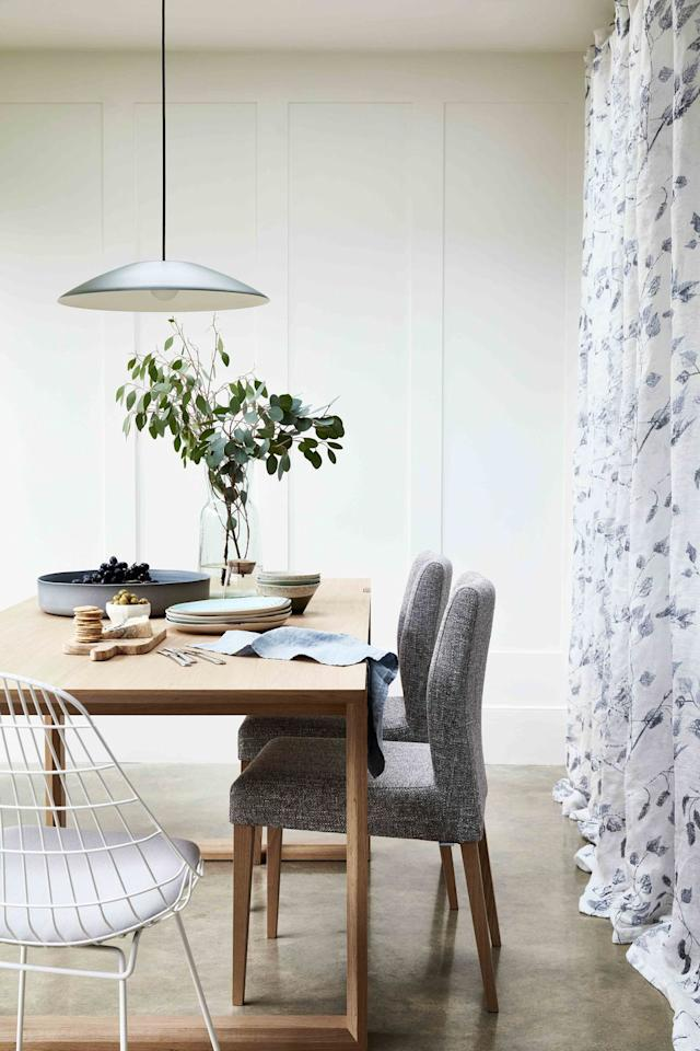 <p>A delicate voile makes a smart addition in this contemporary dining space, softening its utilitarian feel.<br></p>