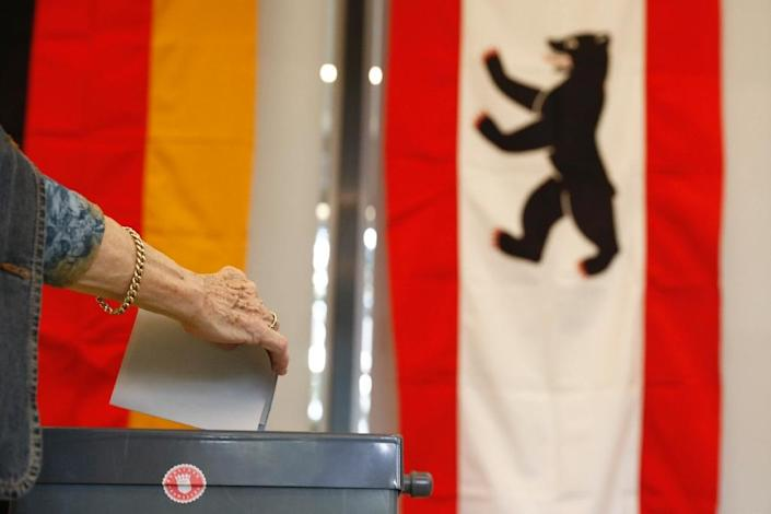 A voter casts her ballot at a polling station in Berlin on September 18, 2016 (AFP Photo/Odd Andersen)