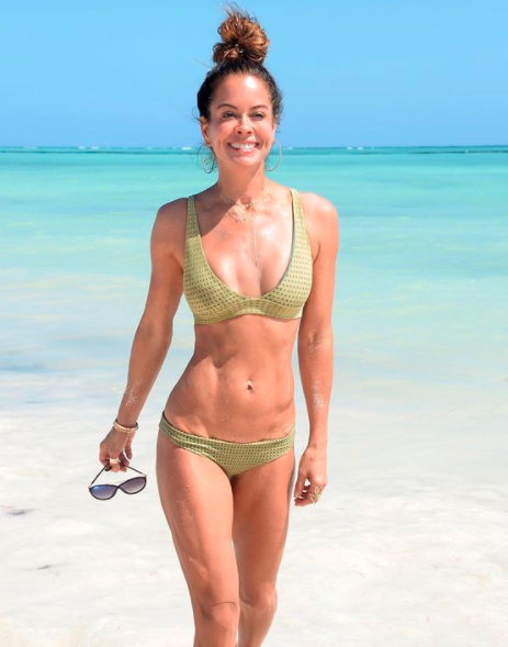 Brooke Burke 49 wows in bikini photo
