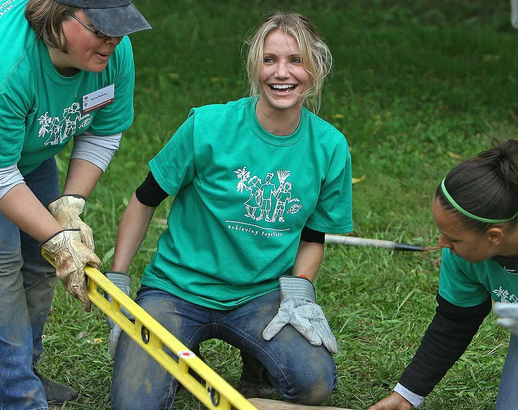 "Meanwhile, Leo's ""Gangs of New York"" co-star, Cameron Diaz, starred in her own reality series about protecting the planet, MTV's ""Trippin,"" and dug in to help a Boston school on last year's National Day of Service. Mark Edwards/<a href=""http://www.splashnewsonline.com"" target=""new"">Splash News</a> - September 11, 2009"