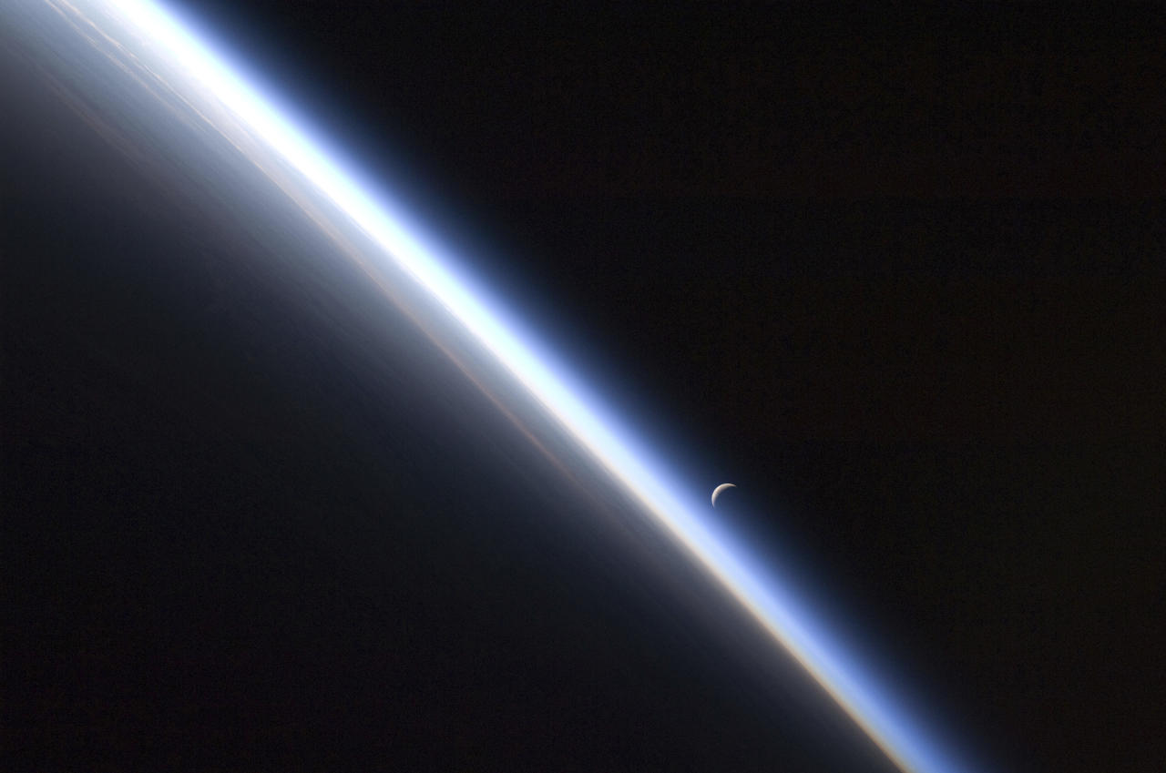 A setting last quarter crescent moon and the thin line of Earth's atmosphere are photographed by an Expedition 24 crew member as the International Space Station passes over central Asia September 4, 2010 in this NASA handout photo obtained September 10, 2010. Picture taken September 4, 2010. REUTERS/NASA/Handout (ENVIRONMENT SCI TECH IMAGES OF THE DAY) THIS IMAGE HAS BEEN SUPPLIED BY A THIRD PARTY. IT IS DISTRIBUTED, EXACTLY AS RECEIVED BY REUTERS, AS A SERVICE TO CLIENTS. FOR EDITORIAL USE ONLY. NOT FOR SALE FOR MARKETING OR ADVERTISING CAMPAIGNS