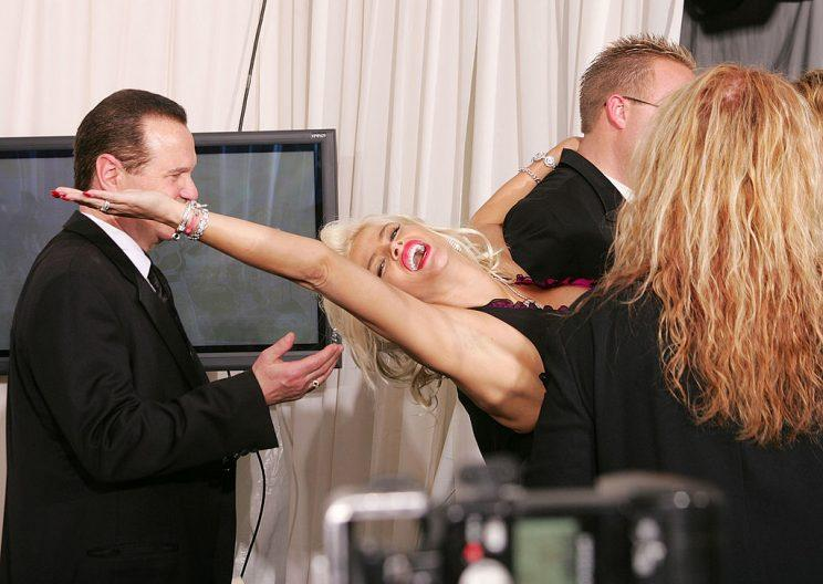 Anna Nicole being held up backstage at the 2004 AMAs.