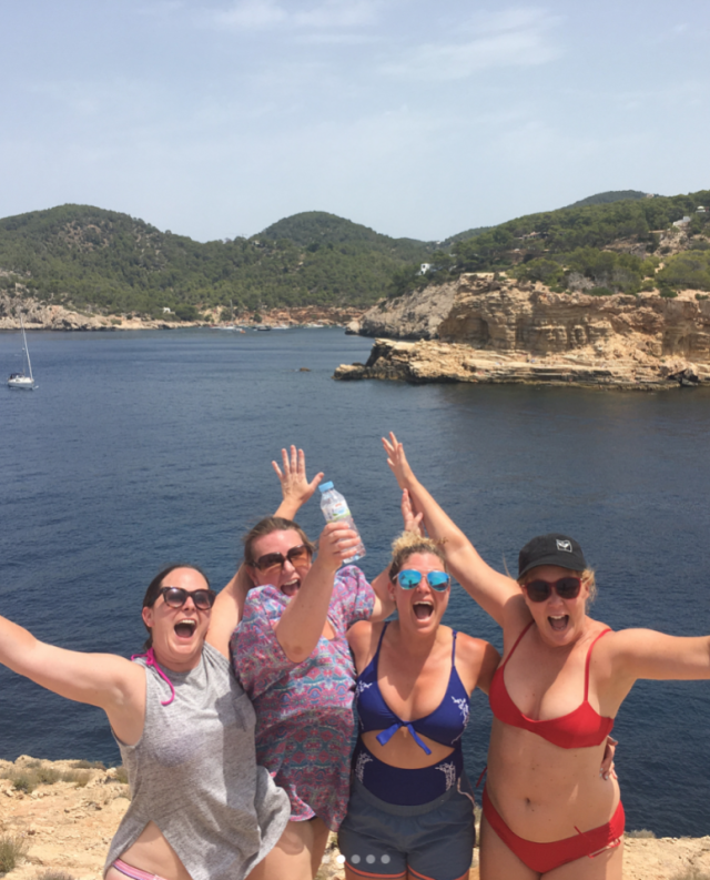 Amy Schumer vacations with friends in Spain. (Photo: Instagram/Amy Schumer)