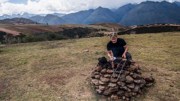 PHOTO: Gordon Ramsay cooks on an outdoor stove in Peru's Sacred Valley. (Ernesto Benavides/National Geographic)
