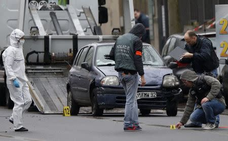 Police investigators work at the scene of a shooting in the street of Montrouge near Paris January 8, 2015. REUTERS/Charles Platiau