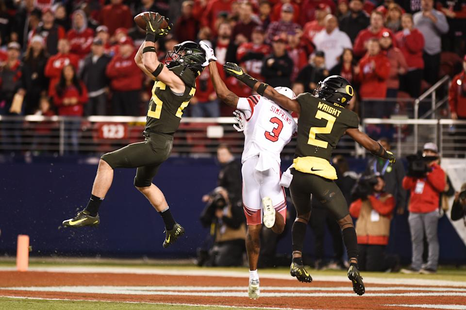 SANTA CLARA, CA - DECEMBER 06: Oregon Ducks safety Brady Breeze (25) intercepts a pass intended for Utah Utes wide receiver Demari Simpkins (3) during the Pac-12 Football Championship Game between the Oregon Ducks and the Utah Utes at Levi's Stadium on December 6, 2019 in Santa Clara, CA. (Photo by Cody Glenn/Icon Sportswire via Getty Images)