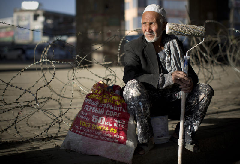 Despite billions in aid, Afghans can't find work