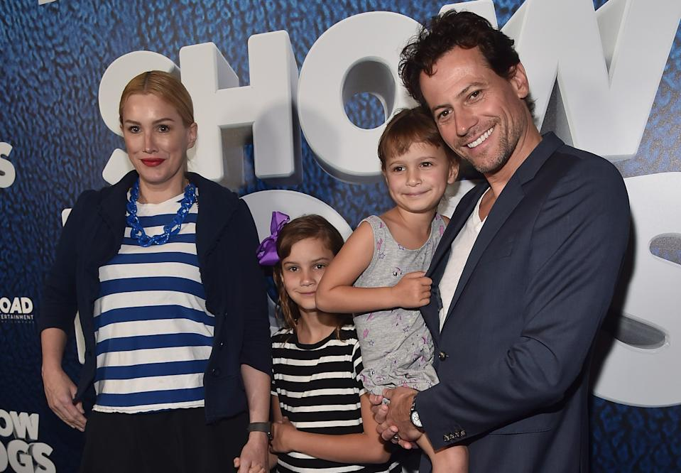 Alice Evans, Ioan Gruffudd and their two daughters in Hollywood in 2018. (Getty Images)