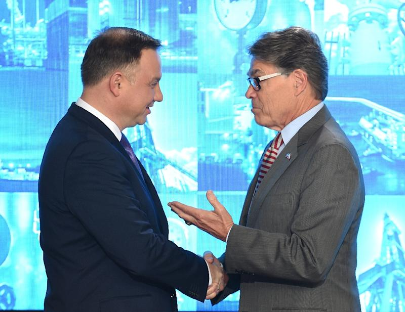 The US Energy Secretary Rick Perry (R) hailed the deal at a meeting with Polish President Andrzej Duda (L) in Warsaw