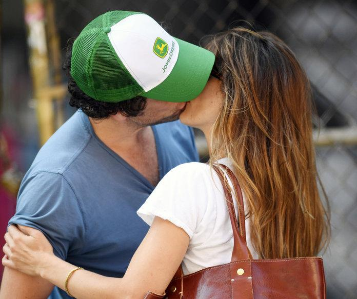 Keri Russell And Matthew Rhys Engage In Some Serious Pda On