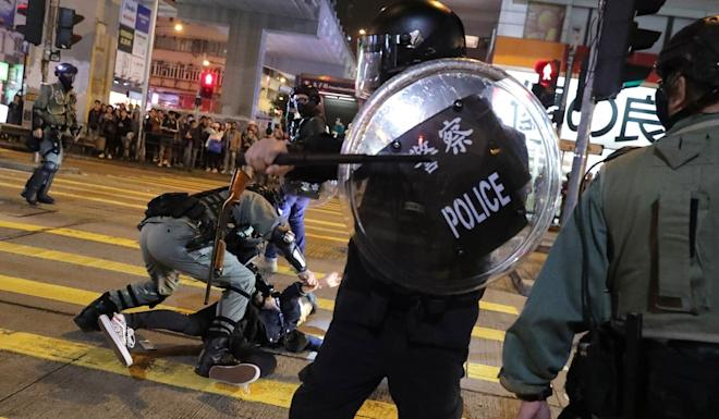 A police officer subdues a protester in Mong Kok on New Year's Eve. Photo: Edmond So
