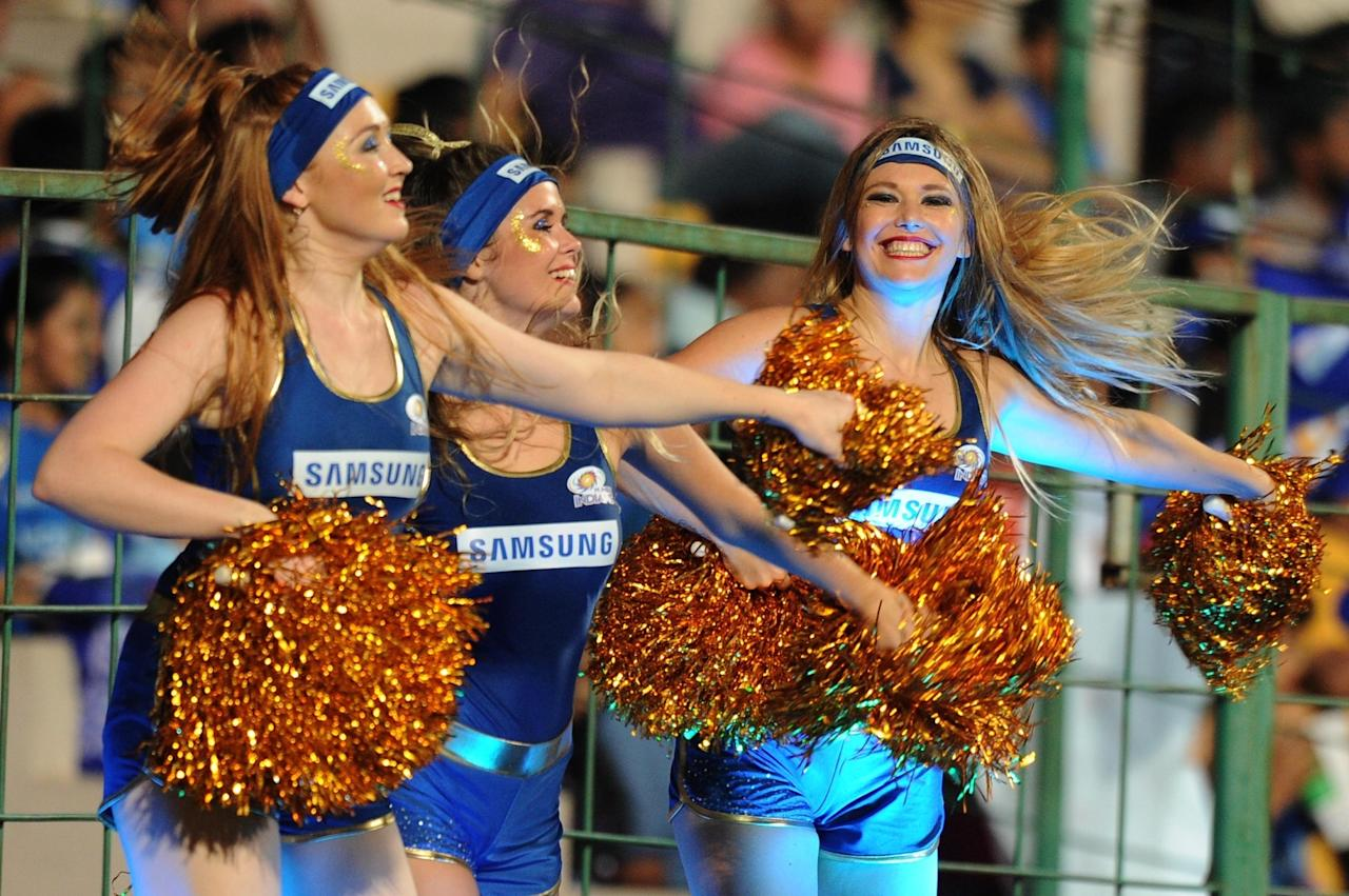 <p>Bengaluru: Cheerleaders perform during Qualifier 2 of IPL 2017 between Mumbai Indians and Kolkata Knight Riders at M Chinnaswamy Stadium in Bengaluru on May 19, 2017. (Photo: Dhananjay TK/IANS) </p>