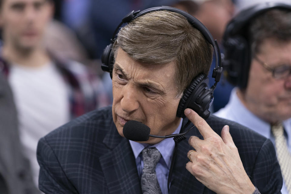 Marv Albert won't be traveling to the NBA's Disney World bubble. (Mitchell Leff/Getty Images)