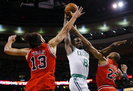 Boston Celtics forward Jeff Green (C) drives to the basket between Chicago Bulls center Joakim Noah (L) and Bulls forward Taj Gibson in the first quarter of their NBA basketball game in Boston, Massachusetts February 13, 2013. REUTERS/Brian Snyder