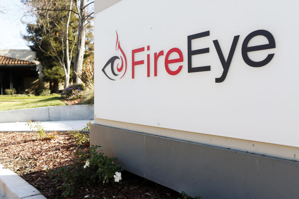 The FireEye logo is seen outside the company's offices in Milpitas, California, December 29, 2014. FireEye is the security firm hired by Sony to investigate last month's cyberattack against Sony Pictures. Picture taken December 29.     REUTERS/Beck Diefenbach (UNITED STATES - Tags: BUSINESS SCIENCE TECHNOLOGY CRIME LAW LOGO)