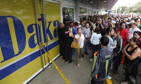 Shoppers crowd outside a Daka store as they wait to shop for electronic goods in Caracas