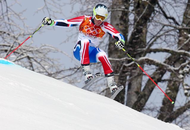 France's Alexis Pinturault makes a turn in the first run of the men's giant slalom at the Sochi 2014 Winter Olympics, Wednesday, Feb. 19, 2014, in Krasnaya Polyana, Russia. (AP Photo/Alessandro Trovati)