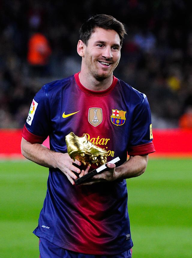 BARCELONA, SPAIN - NOVEMBER 03: Lionel Messi of FC Barcelona holds the European Golden Boot 2012 trophy for the being the best scorer of the last season prior to the La Liga match between FC Barcelona and RC Celta de Vigo at Camp Nou on November 3, 2012 in Barcelona, Spain. (Photo by David Ramos/Getty Images)