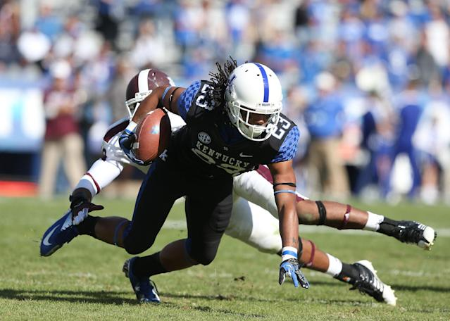 LEXINGTON, KY - OCTOBER 06: Daryl Collins #23 of the Kentucky Wildcats runs with the ball during the SEC game against the Mississippi State Bulldogs at Commonwealth Stadium on October 6, 2012 in Lexington, Kentucky. (Photo by Andy Lyons/Getty Images)