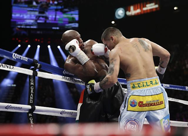 Marcos Maidana, right, from Argentina, traps Floyd Mayweather Jr. against the ropes in their WBC-WBA welterweight title boxing fight Saturday, May 3, 2014, in Las Vegas. (AP Photo/Isaac Brekken)
