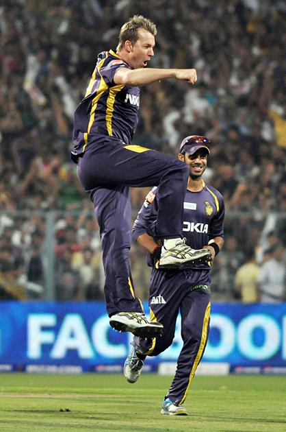 Brett Lee celebrates taking a wicket with the first ball of the match, Kolkata Knight Riders v Delhi Daredevils, IPL, Kolkata, April 3, 2013