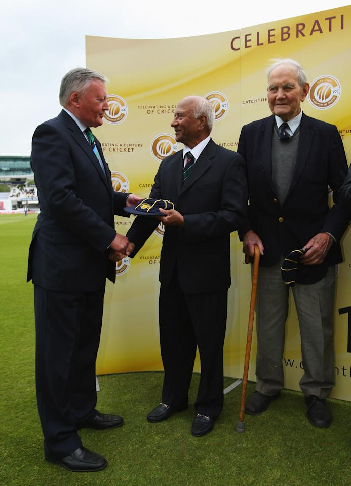 LONDON - MAY 07: Rohan Kanhai of West Indies and Alec Bedser of England are inducted into the ICC Cricket Hall of Fame by ICC President David Morgan during day two of the 1st npower Test match between England and West Indies at Lord's on May 7, 2009 in London, England.  (Photo by Tom Shaw/Getty Images)