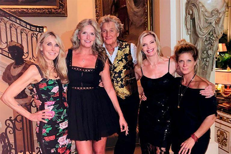 Rod Stewart with four of the women in his life: Alana Stewart, Penny Lancaster, Kelly Emberg and Rachel Hunter (@ kellyemberg /)