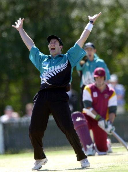 15 Aug 2000:  Chris Harris of New Zealand appeals unsuccessfully for an L.B.W decision against Lee Carseldine of Queensland during the New Zealand v Queensland practice match at Allan Border Field in Brisbane, Australia. DIGITAL IMAGE. Mandatory Credit:Darren England/ALLSPORT
