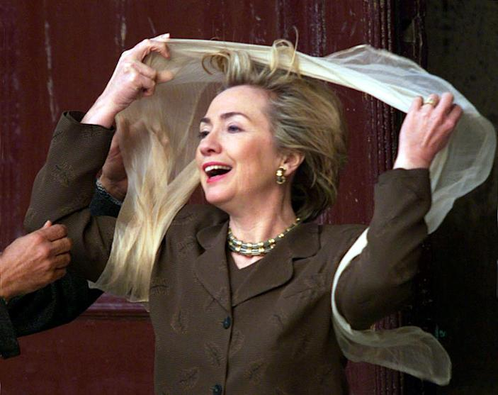 <p>First Lady Hillary Clinton puts on a scarf before going into the Muhammad Ali Mosque in Cairo, Egypt, in March 1999. (Photo: Reuters)</p>