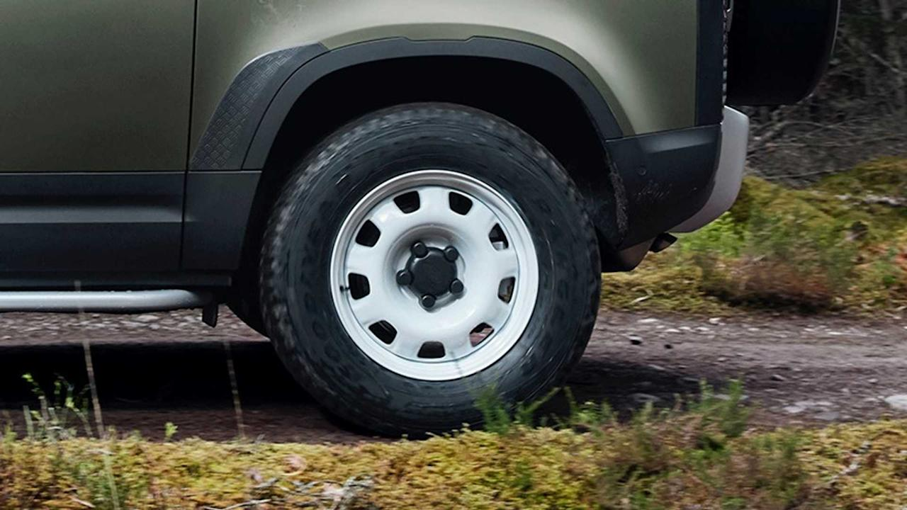 """<p><strong>Standard</strong></p> <p>Not enough manufacturers offer a steelie wheel option. But Land Rover does. The new Defender comes with standard 18-inch, gloss white steel wheels, and we think it's actually the SUV's best look. The steel wheels fit the boxy persona of the new Defender perfectly, but buyers can option on wheel sizes of up to 22 inches.</p><h2>The lovely Land Rover Defender:</h2><ul><li><a href=""""https://uk.motor1.com/news/369830/2020-land-rover-defender-debut-new-frankfurt/?utm_campaign=yahoo-feed"""">2020 Land Rover Defender debuts with new tech, old charm</a></li><br><li><a href=""""https://uk.motor1.com/news/369957/land-rover-defender-pricing/?utm_campaign=yahoo-feed"""">New Land Rover Defender pricing announced</a></li><br></ul>"""