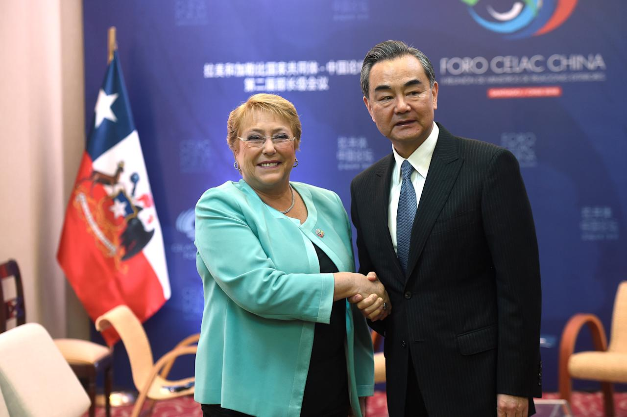 Chile's president Michelle Bachelet and China's Foreign Minister Wang Yi meet at China and the Community of Latin American and Caribbean States (CELAC) Forum, in Santiago, Chile January 22, 2018. Ximena Navarro/Courtesy of ChileanPresidency/Handout via Reuters ATTENTION EDITORS - THIS IMAGE WAS PROVIDED BY A THIRD PARTY