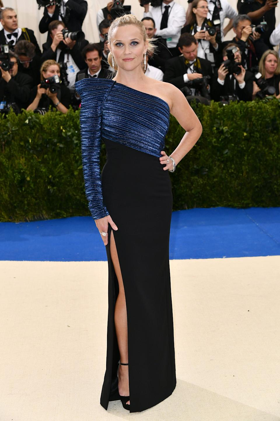 """<h1 class=""""title"""">Reese Witherspoon in Mugler and Tiffany jewelry</h1><cite class=""""credit"""">Photo: Shutterstock</cite>"""