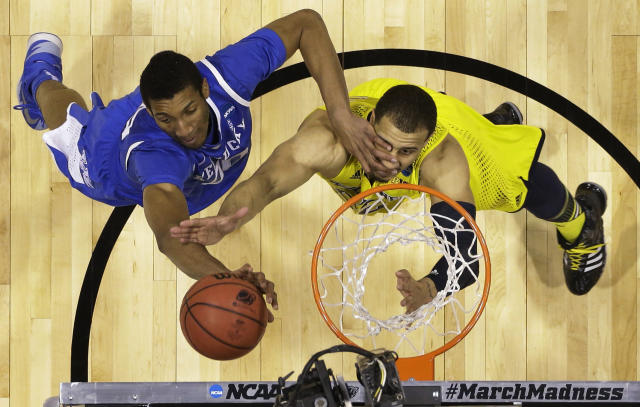 Kentucky's Marcus Lee, left, and Michigan's Jordan Morgan go after a rebound during the first half of an NCAA Midwest Regional final college basketball tournament game Sunday, March 30, 2014, in Indianapolis. (AP Photo/Michael Conroy)