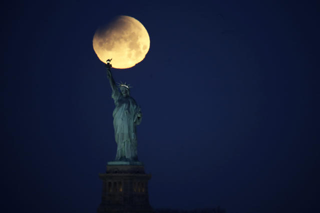 <p>The Statue of Liberty is backdropped by a supermoon, Wednesday, Jan. 31, 2018, seen from the Brooklyn borough of New York. (Photo: Julio Cortez/aP) </p>