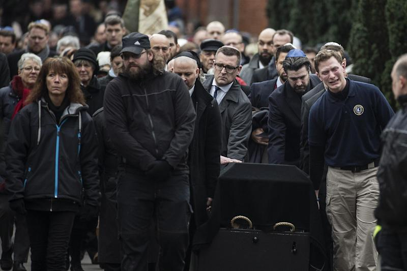 Mourners carry the coffin of Dan Uzan, Jewish victim of the February 15, 2015 attacks, during his burial at the Vestre Kirkegaard cemetery in Copenhagen on February 18, 2015 (AFP Photo/Claus Bjoern Larsen)