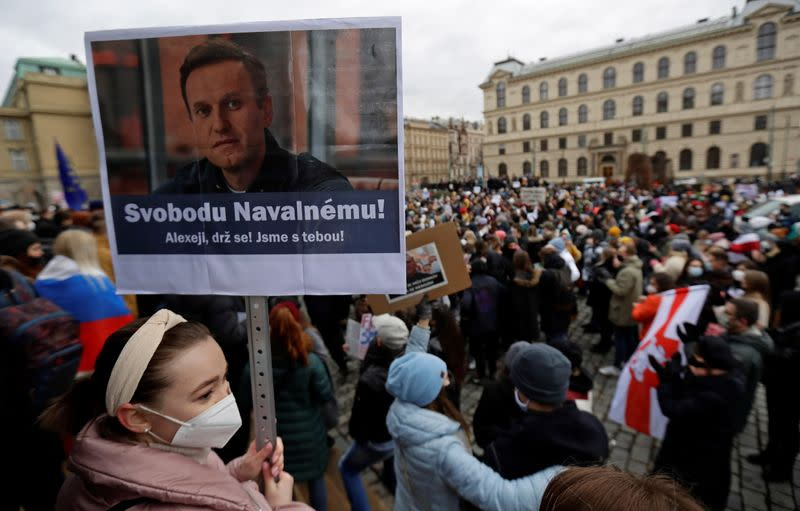 Navalny supporters protest his arrest in Prague