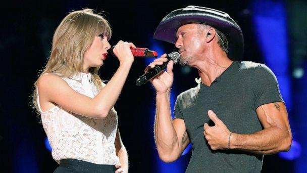PHOTO: In this June 6, 2013, file photo, singers Taylor Swift and Tim McGraw perform during the 2013 CMA Music Festival in Nashville. (Christopher Polk/Getty Images, FILE)
