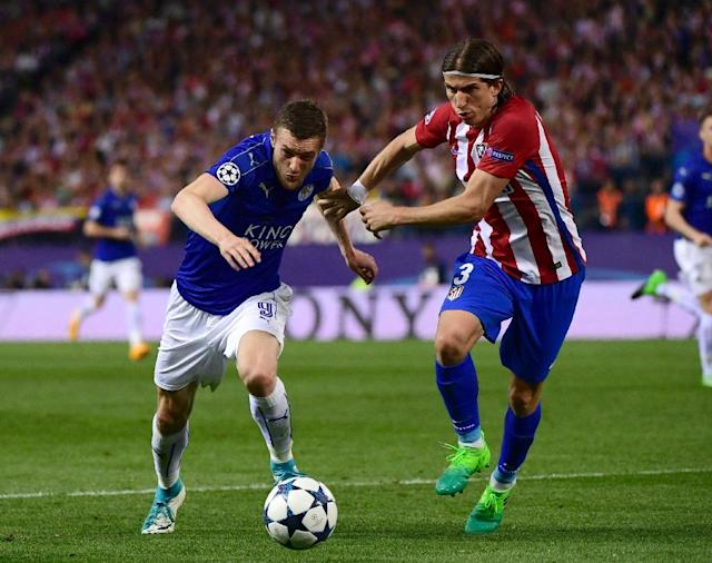 Leicester City's forward Jamie Vardy (L) vies with Atletico Madrid's defender Filipe Luis during the UEFA Champions League quarter final first leg football match April 12, 2017 (AFP Photo/PIERRE-PHILIPPE MARCOU)