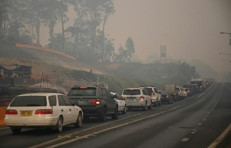 Cars line up to leave the town of Batemans Bay in New South Wales to escape deadly bushfires