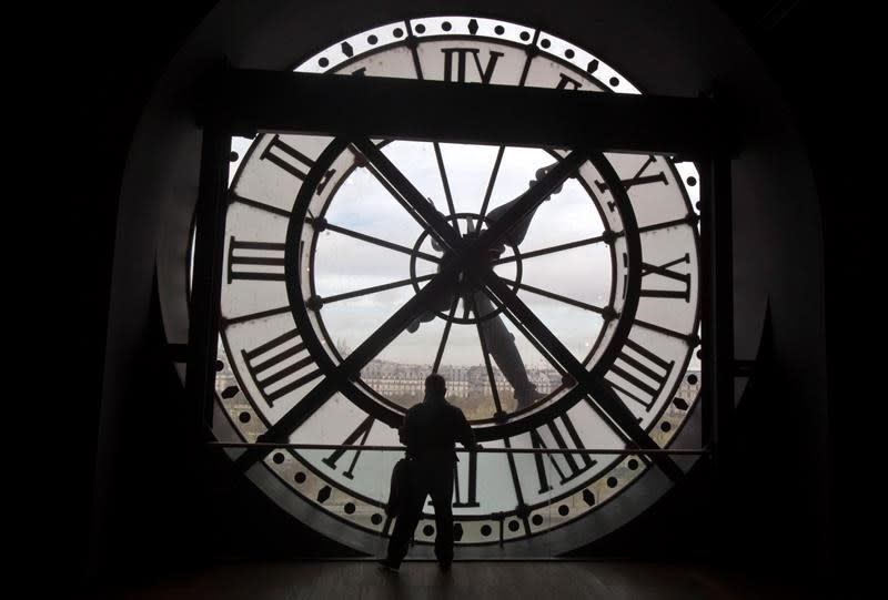 Efforts to ditch seasonal time change gaining steam