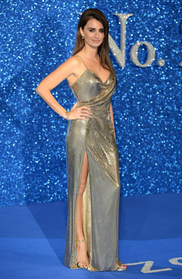 "<p>This slinky gold number looks stunning on the brunette bombshell at the U.K. screening of ""Zoolander 2.″ <i>(Photo by Splash News)</i></p>"