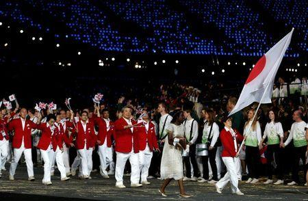 Japan's flag bearer Saori Yoshida holds the national flag as she leads the contingent in the athletes parade during the opening ceremony of the London 2012 Olympic Games at the Olympic Stadium July 27, 2012. REUTERS/Murad Sezer