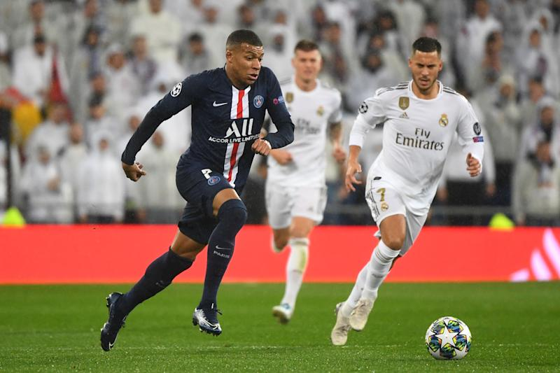 Real Madrid's Belgian forward Eden Hazard (R) challenges Paris Saint-Germain's French forward Kylian Mbappe (R) during the UEFA Champions League group A football match against Paris Saint-Germain FC at the Santiago Bernabeu stadium in Madrid on November 26, 2019. (Photo by GABRIEL BOUYS / AFP) (Photo by GABRIEL BOUYS/AFP via Getty Images)