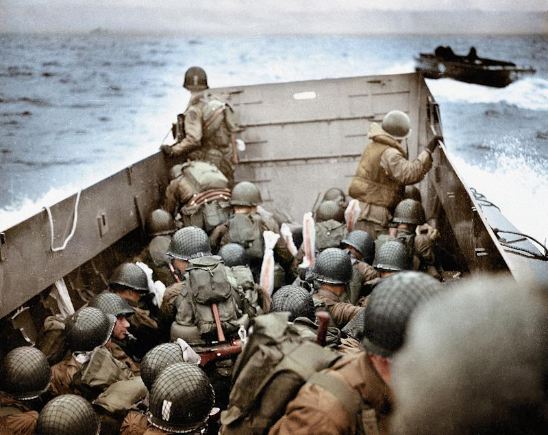 A Landing Craft, Vehicle, Personnel (LCVP) approaching Omaha Beach, Normandy, France, on June 6th 1944. These U.S. Army infantry men are amongst the first to attack the German defenses. | Galerie Bilderwelt—Getty Images