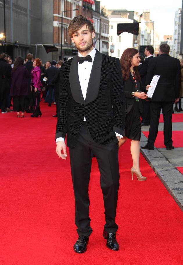 Douglas Booth look H-O-T at the Olivier Awards / WENN