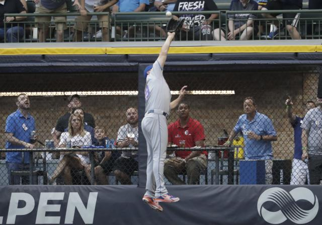 New York Mets' Jay Bruce makes a leaping catch on a ball hit by Milwaukee Brewers' Hernan Perez during the second inning of a baseball game Thursday, May 24, 2018, in Milwaukee. (AP Photo/Morry Gash)