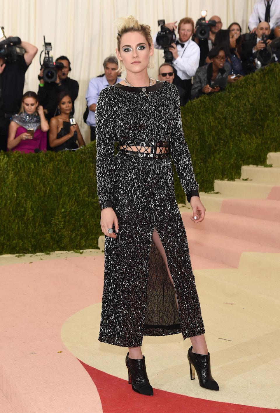"""<h1 class=""""title"""">Kristen Stewart in a Chanel dress and Repossi jewelry</h1> <cite class=""""credit"""">Photo: Getty Images</cite>"""