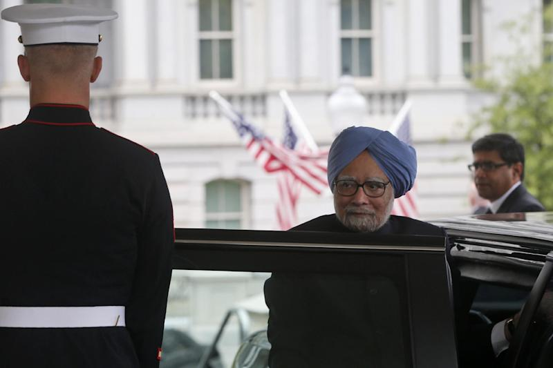 India's Prime Minister Manmohan Singh arrives at the West Wing of the White House in Washington, Friday, Sept. 27, 2013, to meet with President Barack Obama. President Obama is hosting Singh for talks on trade and security in a fragile region, offering a chance to inject new life into the partnership amid concerns that relations have stagnated. (AP Photo/Charles Dharapak)